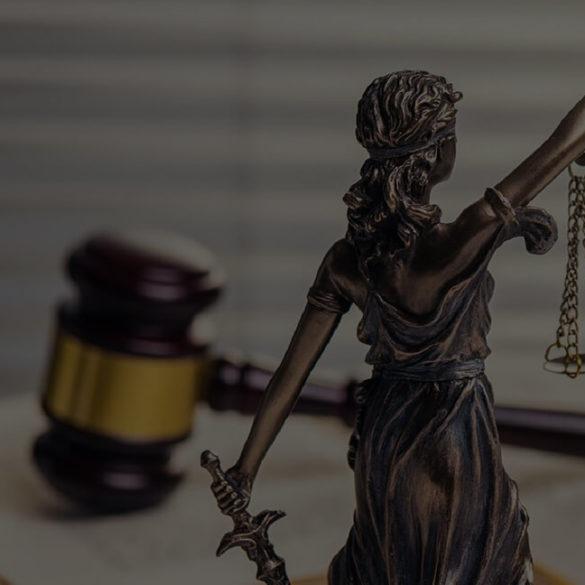 Derecho civil podría definirse como el Derecho Común, pues es el encargado de regular las relaciones entre las personas, los vínculos subjetivos entre éstas, y sus relaciones con los bienes, por lo que es inminentemente Derecho Privado.